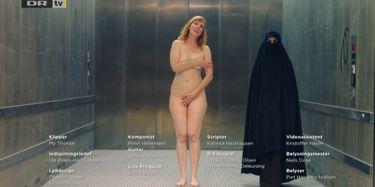 Nackt Valerie Pachner  'A Hidden